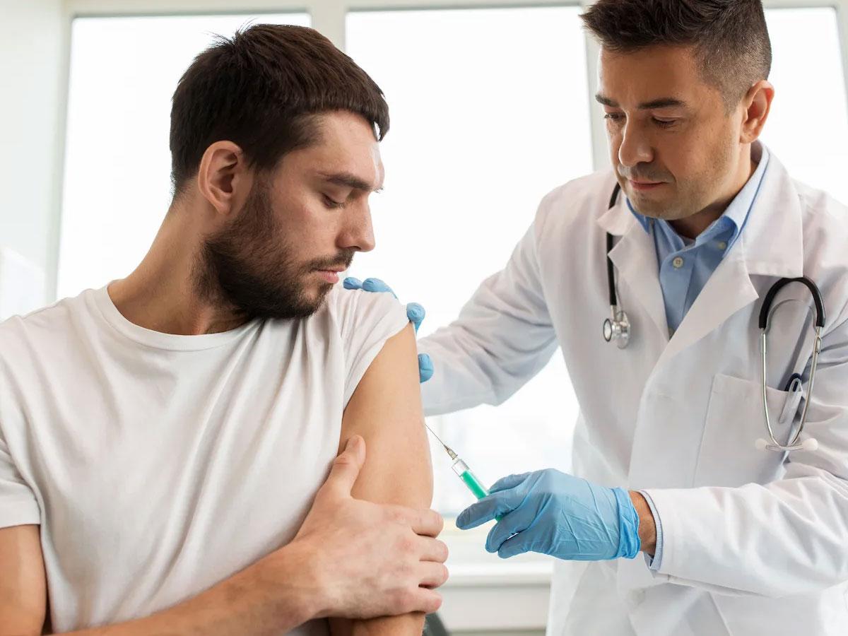 Первая страна вмире узаконила вакцинацию детей откоронавируса