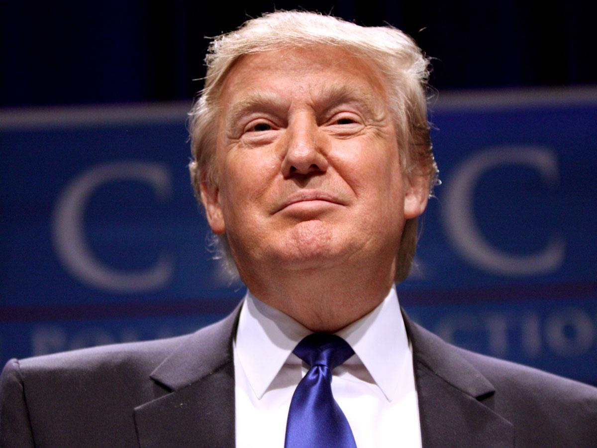 Трамп призвал сторонников присоединиться кего иску против Facebook, Twitter иGoogle