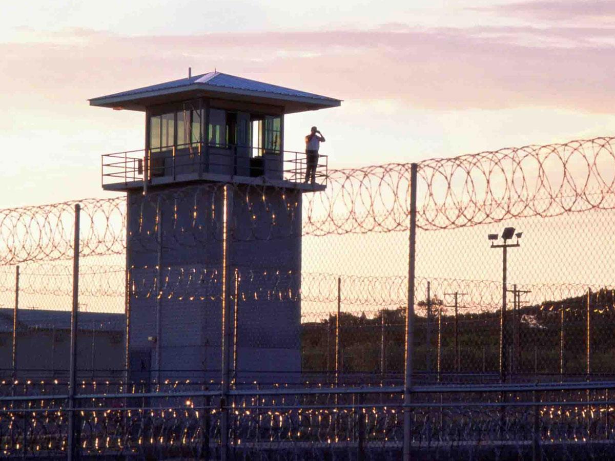 Более 150 палестинцев в израильских тюрьмах объявили голодовку