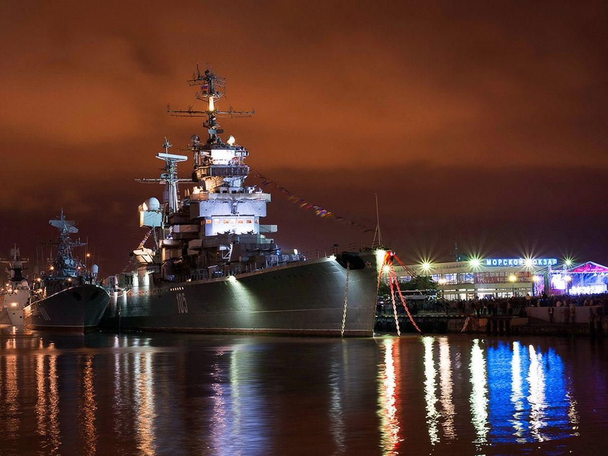 Главный военно-морской парад в честь Дня ВМФ стартовал в Петербурге