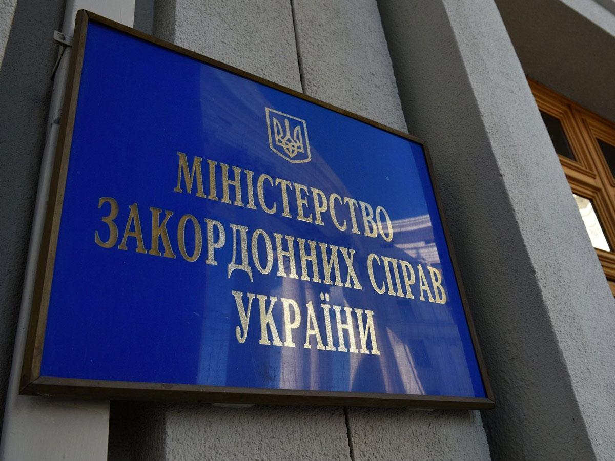 Захарова: слова главы МИД Украины о«камнях снеба» характеризуют состояние украинских ВС