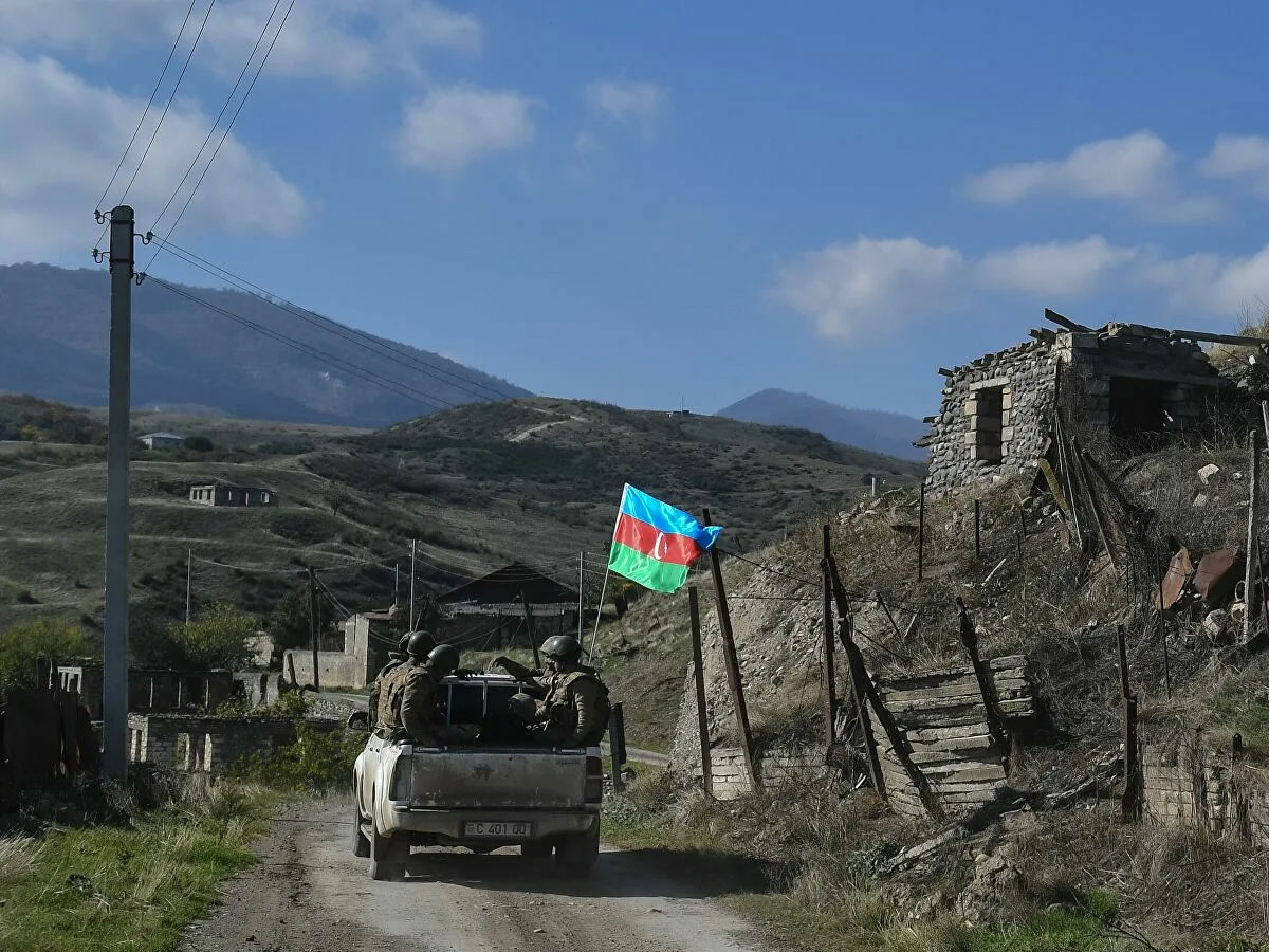 Ситуация вНагорном Карабахе, совещание президента, парад ВМФ. Очём говорил Песков