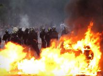 Париж горит... Москва гуляет...