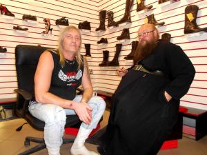 На днях отец Сергий (Рыбко) (напомним, вопреки запретам местной епархии) встретился с рязанскими неформалами.