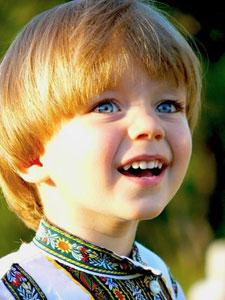 …в доме каждого человека по десяти и более детей с белыми волосами на голове