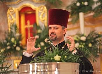 Белорусский протоиерей помолился на католической