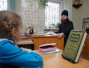 Директора школы пытаются уволить из-за приверженности к Православной вере